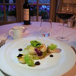 Noix de Saint-Jacques, embeurrée de chou confit, sauce au Pommée acidulé, caviar Prunier