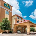 Photo de La Quinta Inn & Suites San Antonio Fiesta