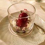 Gruß aus der Küche  Joghurt mit kandierten Kürbiskernen und Cassis Sorbet
