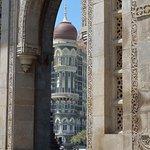 Doorkijkje naar het Taj Mahal Palace hotel
