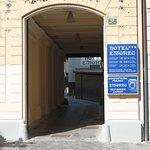 L'ingresso della struttura alberghiera