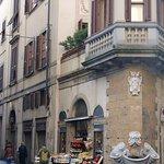 BOrgo San Jacopo - negozio e fontana