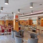 Zona Cafetería y Buffet Desayuno