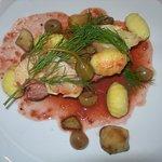 Poitrine de veau de L'Adour confite cèpes gnocchis betteraves fleur de câpres et aneth