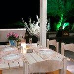 υπεροχες ελληνικες γεύσεις και αρώματα. .γρήγορη  εξυπηρέτηση. .καλες τιμες..μεγάλες  μεριδες  .