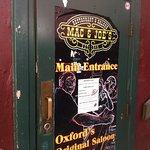 Entrance Mac & Joes