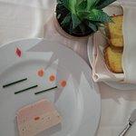 Mattonella di coniglio di due colori accompagnata da fragrante pan brioche