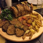agnello con patate al forno e verdure