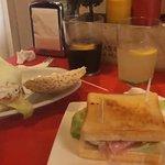 Sí, esa CUTREZ de sandwich (el Nº1 de la carta) vale 5€. No vale ni como pintxo.