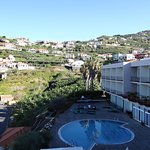 Widok na teren przy hotelu - widok z balkonu pokoju