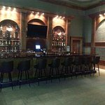 The 9Ten Coctail Lounge at the Ashton Inn. Open with Happy Hour