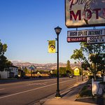 Purple Sage Motel Photo