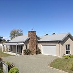 Manapouri Lodge - Quality family home