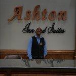 Ashton Inn & Suites- Navy Foto