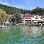 Hotelansicht vom See aus