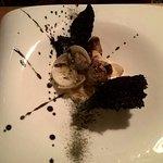 Le foie gras: escalope de foie à la plancha, palourdes flambées au Pastis tuile de riz noir...