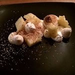 Pavlova: ananas, coco caramélisée et chantilly citron vert, une tuerie !!!