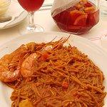 Сангрия и паста с морепродуктами