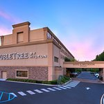 Photo de DoubleTree by Hilton Hotel Tinton Falls - Eatontown