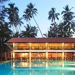 Breeze Restaurant - Overlooking The Pool