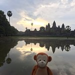 Angkhor Wat, sunrise. cloudy without meatballs
