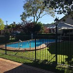 Excellent location in Dubbo. Apartments have perfectly maintained grounds and gardens. Great BBQ