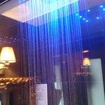 Просторный душ с подсветкой