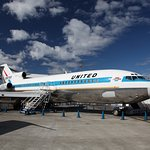 Eine Boeing 727-100 in United Airlines Originalfarben.