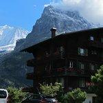 Hotel liegt optimal, mit Blick auf die Berge