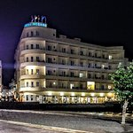 Medano Hotel - Night time view from the main square