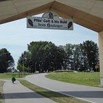 Arc de Àslinger, am Ein und Ausgang zun Erlebnispark