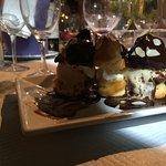 Dessert : profitéroles au chocolat chaud.