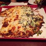 صورة فوتوغرافية لـ Red's Savoy Pizza