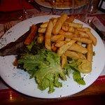 Entrecôte- frites- salade...oui oui c'est aussi typiquement Bourguignon!