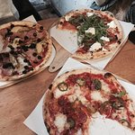 Miejsce bardzo klimatyczne, czas oczekiwania krótki, a sama pizza przepyszna! ❤️