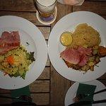 Prato típico, que possui um lombo de porco assado (fatia), com opção tendo repolho ou batatas.