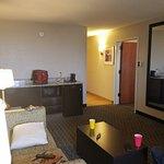 Photo de La Quinta Inn & Suites Detroit Metro Airport