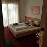 Schlafzimmer freundlich und gemütlich (Sorry für unsere Klamotten im Bild))