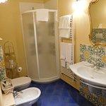Paresaggi suite (vibrantly colored bathroom)