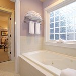 Waverly Suite Jetted Tub