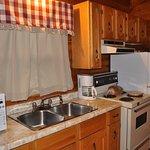 Photo de Cajun Cedar Log Cottages