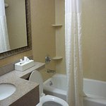 Comfort Inn Staten Island Bathroom