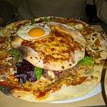 pizza burger + oeuf... pour les gros mangeurs
