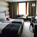 Habitación amplia, luminosa y cómoda. Buen hotel en Ginebra al lado del aeropuerto y la feria.