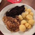 Blutwurst mit Sauerkraut und Kartoffeln