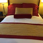 Queen bed room is about 9 to 10 feet wide