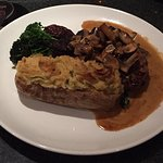 7oz Sirloin Steak With Mushrooms And Sauce