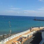 Blick vom Balkon auf Strand/Adults Club-Sonnenliegen