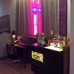 QT Corner Suite - Study + Minibar