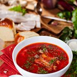 Тарелка ароматного, наваристого борща со свиными ребрышками. Лучшее блюдо украинской кухни!!!!!